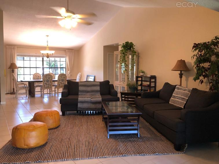 Back on the market !! Room in Large House on Seven Mile (3min from Camana Bay!)